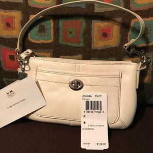 COACH White leather L wristlet/clutch/baguette